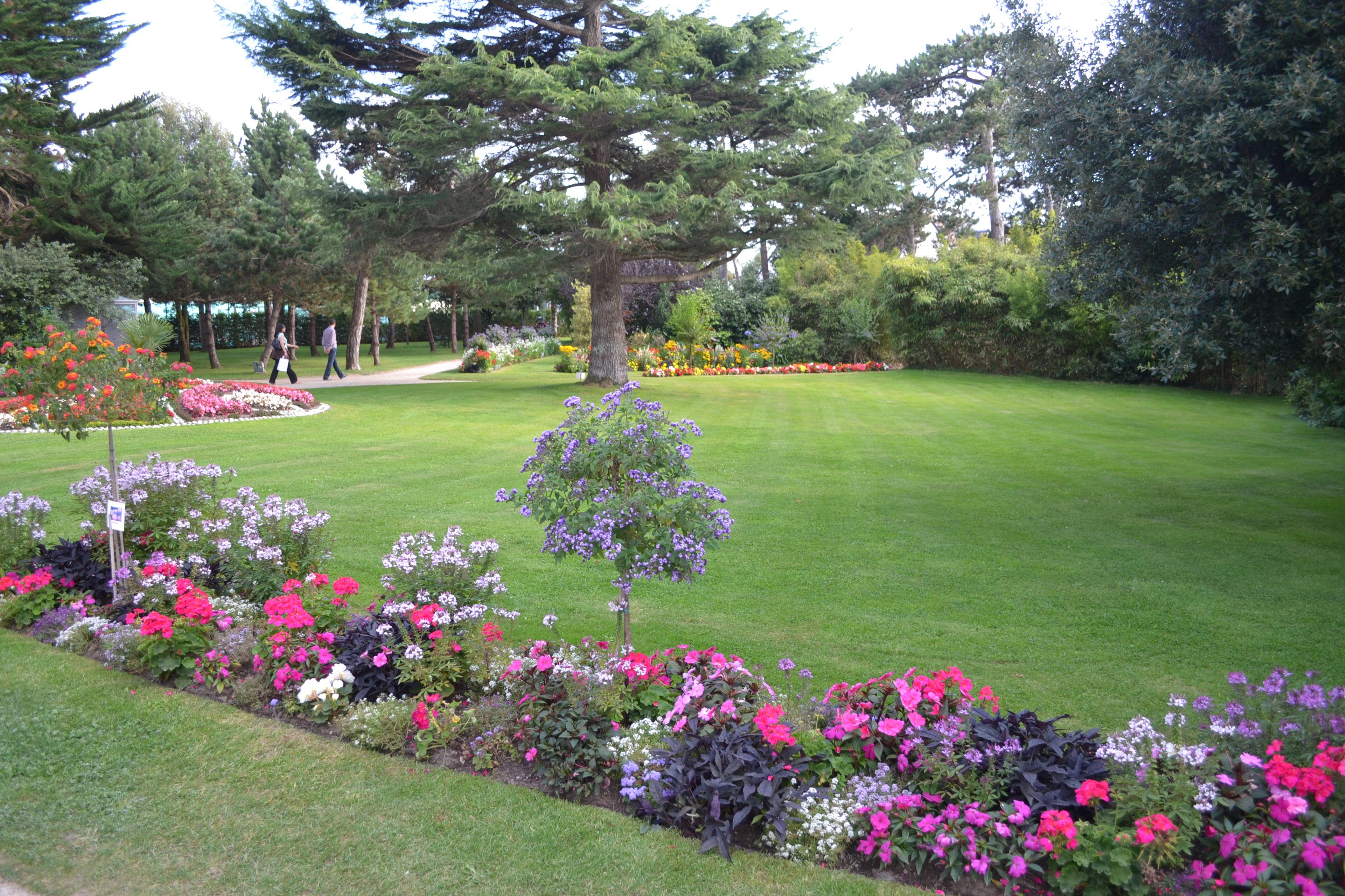 Parenth se raffin e au mus e christian dior princesse for Jardin anglais terrasse